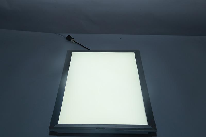 新晶莹系列透镜款平板灯300*450