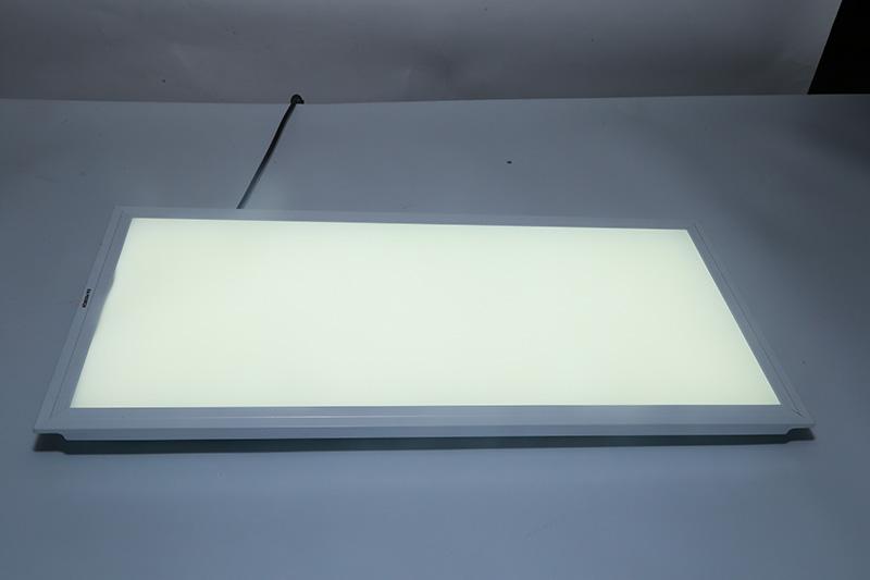 新晶莹系列透镜款平板灯300*600