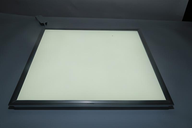 新晶莹系列透镜款平板灯600*600